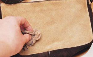 Очистка замшевых сумок